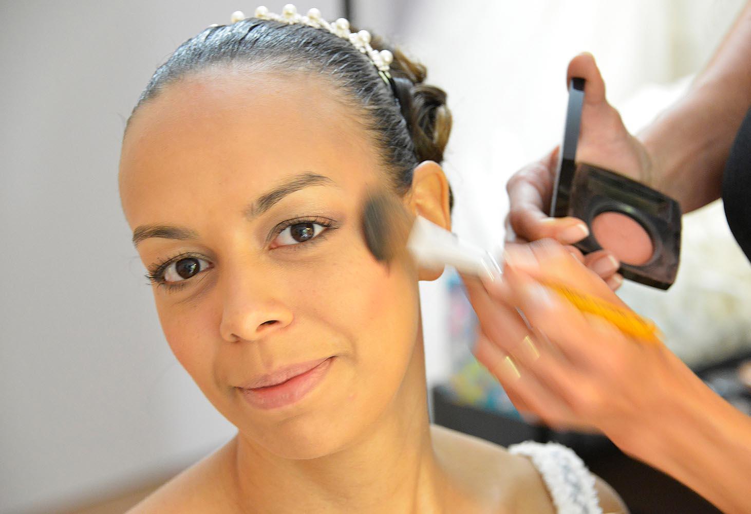 Maquillage de la mariée au pinceau