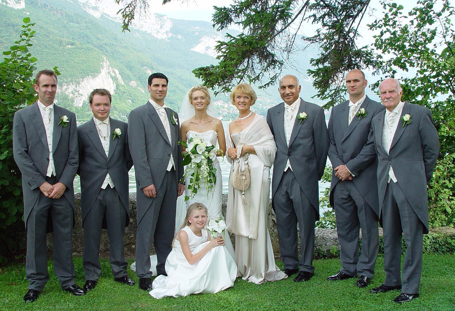 Portrait de groupe d'un mariage a l'Imperial, Annecy, France