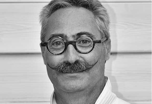 Portrait of Haig Tcherkezian, wedding photographer in Paris, France - 7