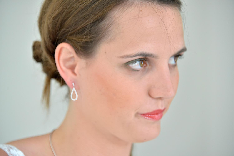 Portrait de la mariee apres maquillage