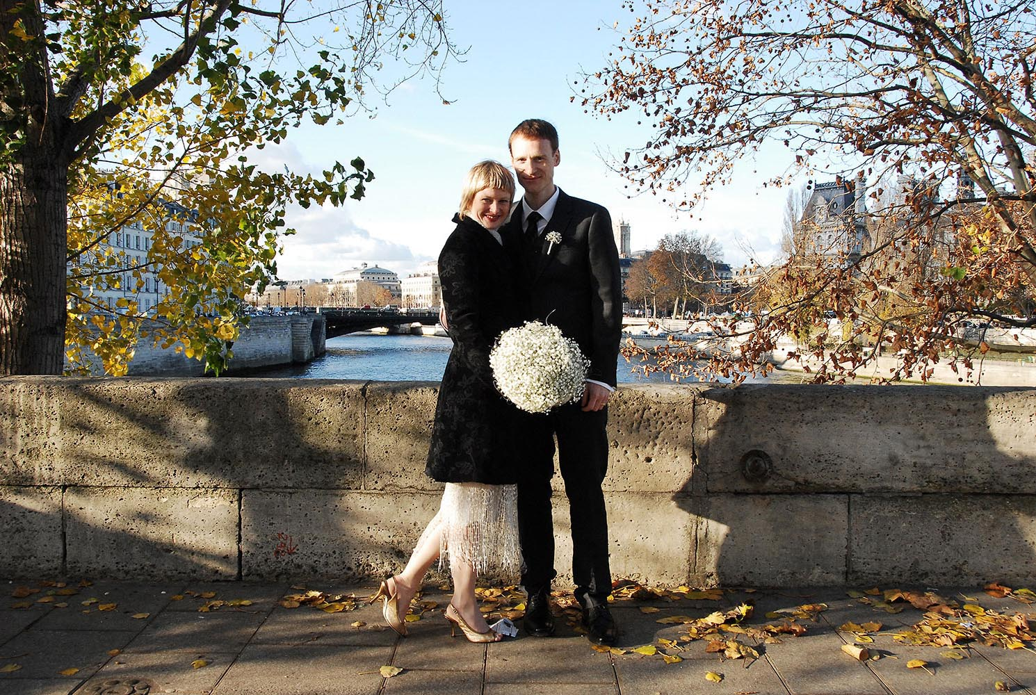 Wedding couple at the Ile Saint Louis bridge, Paris, France