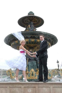 Wedding couple standing on Concorde Fountain, Paris, France
