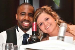 Couple maries reception mariage avant retouches